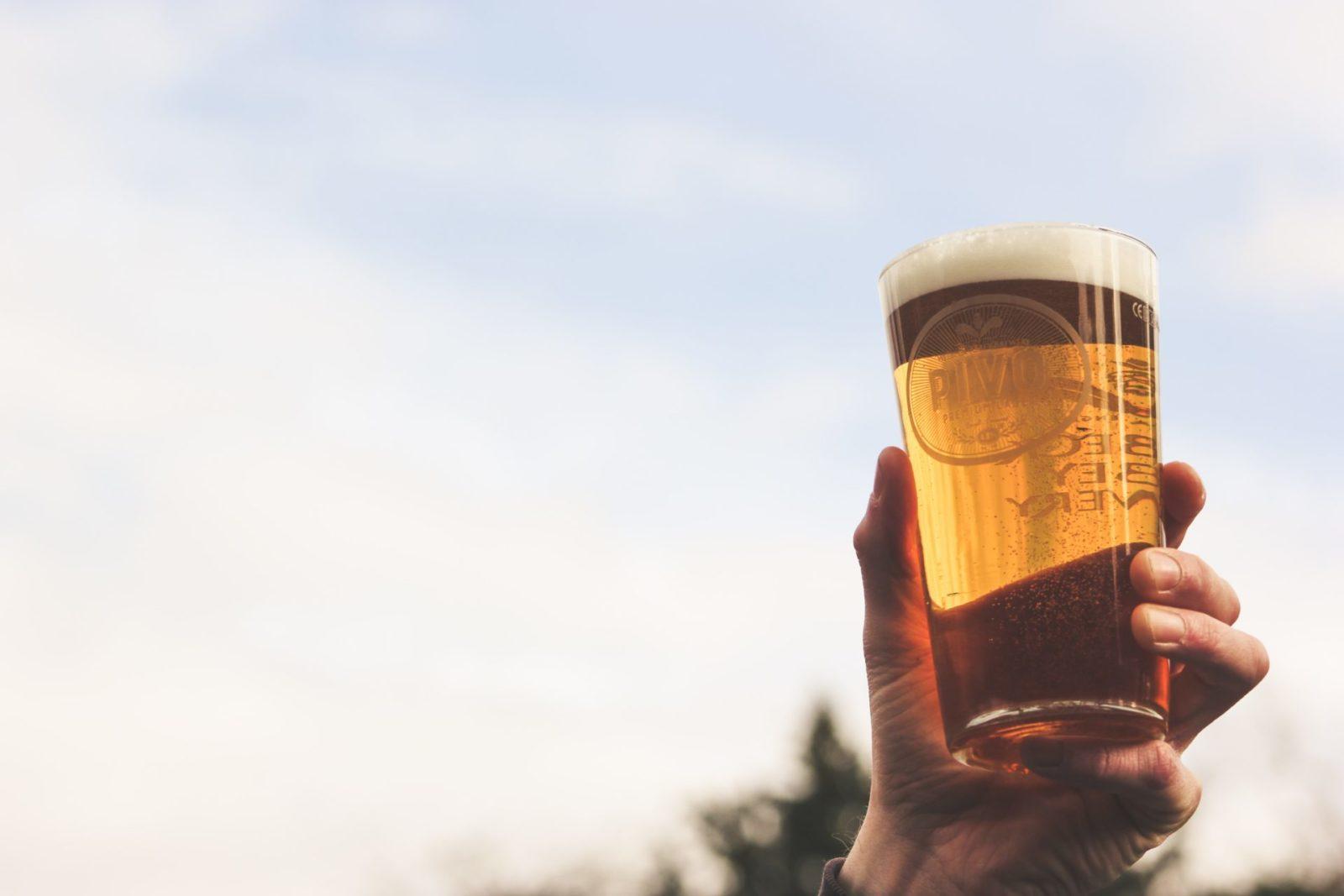 Bier in der Hand